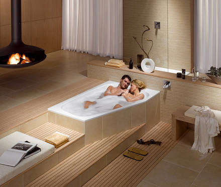 Frisch von der messe schulterschluss beim baden zu zweit for Simple bathroom designs india