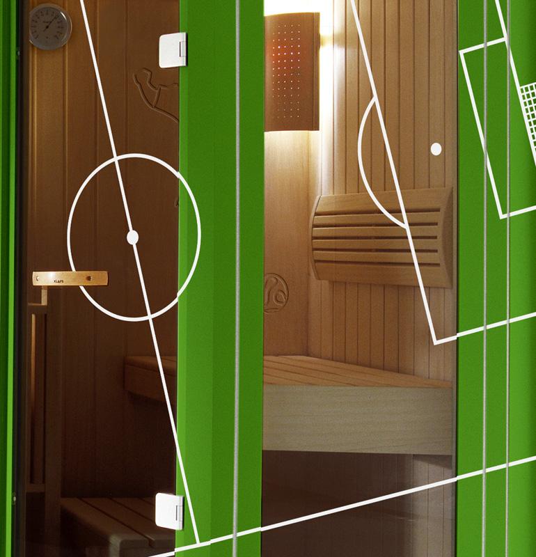 klafs sauna im fu balldress damit die abwehr stimmt achtung eine kann man gewinnen aqua. Black Bedroom Furniture Sets. Home Design Ideas