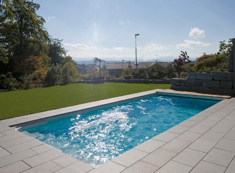 Natürliches Granit Design für den heimischen Pool: aqua ...